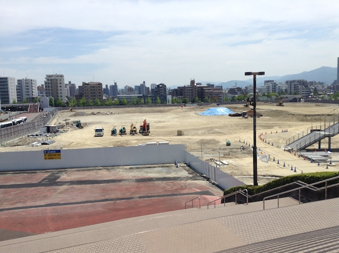 福岡ヤフオク!ドーム前に広がるホークスモールタウン跡地。マンションや商業施設「マークイズ」の開発が進められています。