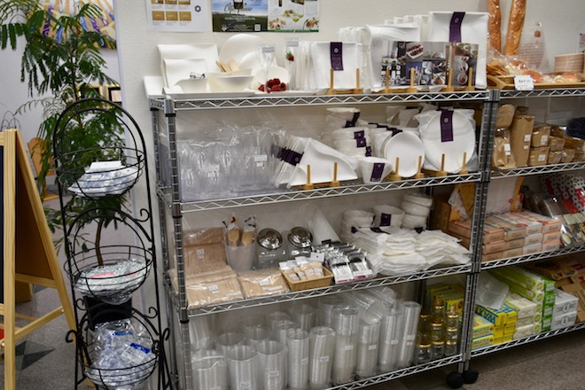 福岡市の西新にあるパティシエなどプロ御用達の、菓子材料や製菓用品取り扱い店『ファクトリーアズール』をご紹介します。