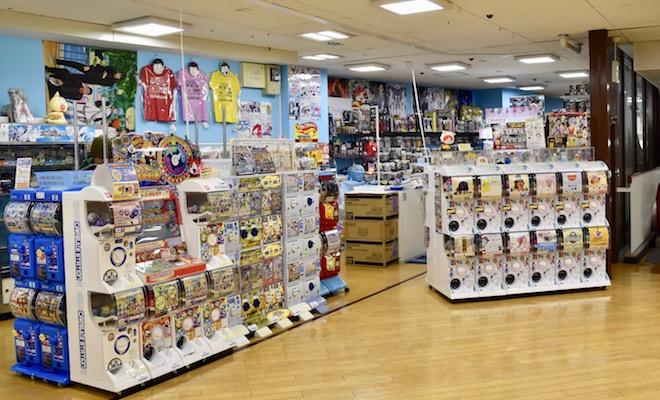 北天神・イオンショッパーズ福岡店の6階にある「トイコレクター」をご紹介します。アメリカン・コミックスのフィギュアや、ガチャなどのカプセルトイが多いです。