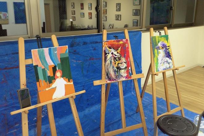 2017年10月7日(土)に福岡県のJR博多駅近くにある、学校法人九州呉学園 専門学校 日本デザイナー学院 九州校で「2017学園祭」が開催されました。その様子をお届けします。