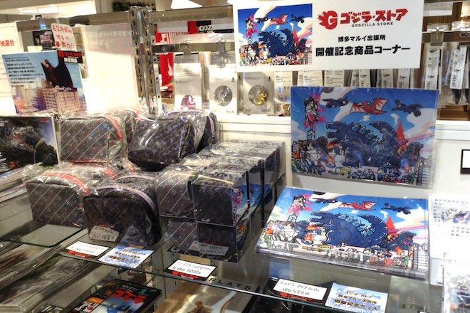 """2018年5月21日(月)まで、福岡県の博多マルイ5Fで「ゴジラ・ストア」出張所オープン! """"どんたくが行われている博多に現れたゴジラ""""が描かれたグッズが並びます。"""