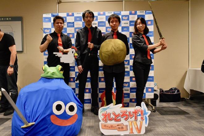 2018年10月7日(日)に福岡県のパピヨン24ガスホールで「れとろげ!Ⅳ ~時代を超えた物語~」が開催されました。ファミコン実機バンド・NES BAND(ネスバンド)の皆さんを記念撮影。