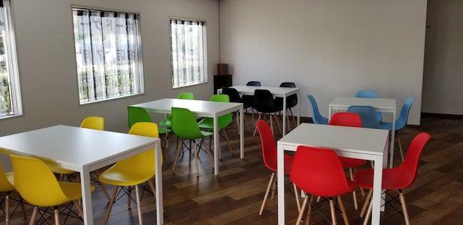 ガルボードは福岡県大牟田市のボードゲームカフェです。店内にはテーブルが5卓、椅子が20脚あります。