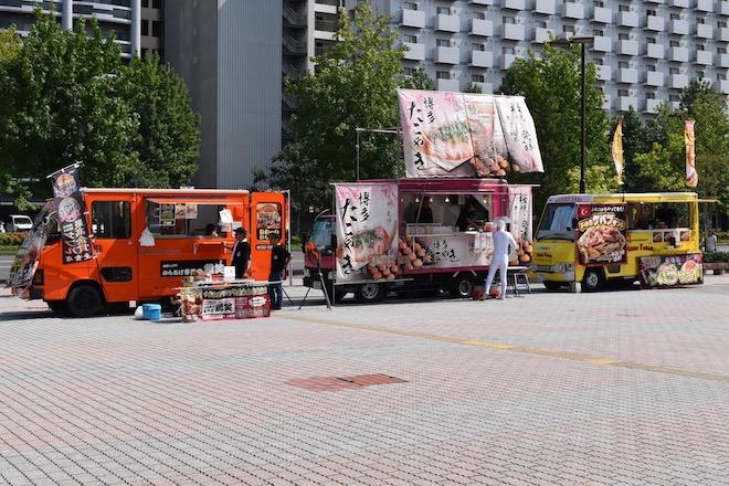 2019年8月17日(土)に福岡国際センターで「ニコニコ町会議全国ツアー2019 in 福岡市 福岡サブカルまつり」が開催されました。会場の外にあるキッチンカーの様子です。