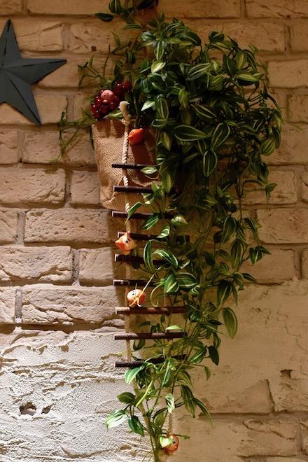 福岡市博多区のキャナルシティ博多にある「カービィカフェ博多」。第2章は2019年11月14日(木)から2020年2月24日(月)まで開催。コーヒーチェリーの木で居眠りするカービィを呼び起こしに行くワドルディ