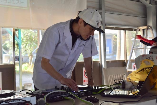 2019年11月16日(土)に福岡市西区の能古島キャンプ村・海水浴場でサブカルチャー複合イベント「のこのしまオタフェスト」が開催されました。とんかつDJアゲ太郎