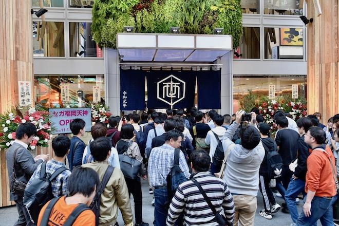 2019年11月1日(金)に福岡市中央区天神にゲームセンター「セガ福岡天神」がオープンしました。開店と同時になだれ込む多くの人達。