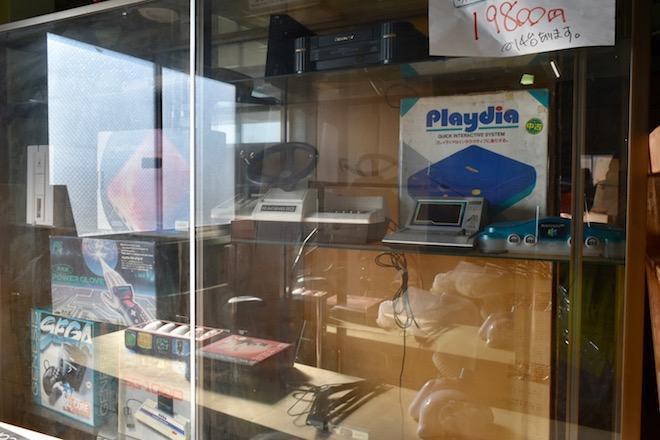 2020年1月5日(日)に佐賀市諸富町のファミコンショップ「ぼったくり」&レトロゲームセンター(兼 ミキティの激安家具SHOP!、株式会社ニッカ)に行ってきました。その様子をお届けします。