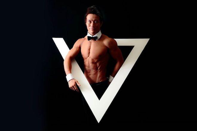 YOSHIはALLOUT東京メンバー。パーソナルトレーナーとして著名人のボディメイクやケアを担当。一方で、DJとしても大きなイベントでのDJや作曲活動なども行う。ドイツでのサッカー経験やサーフィン、スノーボードもプロ級と多才。小笠原流家系でもある。