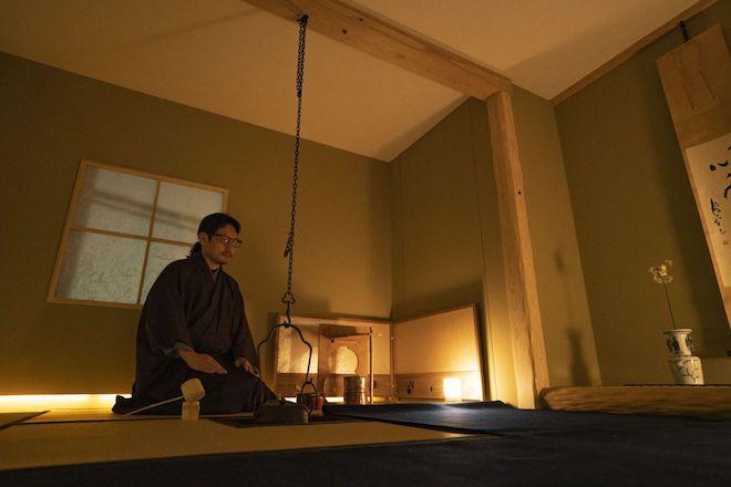 游鹿庵(ゆうろくあん)は東京文京区の本郷の地にある、四畳半のお茶室です。茶道を志す方へのお教室、茶道が好きな方の交流、懐石料理の体験、セミナー等、茶道を中心としたさまざまな活動を行なっております。