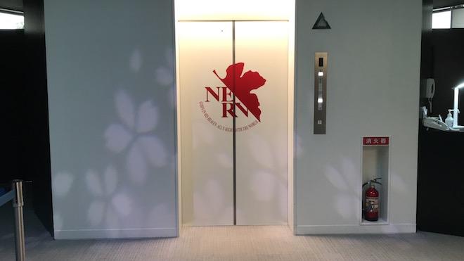 福岡タワーのドアにネルフまーく