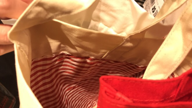 巾着トートバッグの中は可愛いチェック柄デザイン