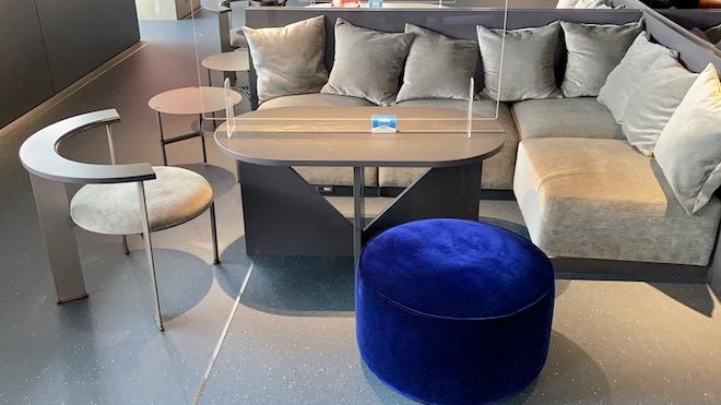 カフェのテーブル席